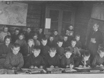 Munalaskme algkool 1929/30a. Foto: Einar Alliksaar erakogu
