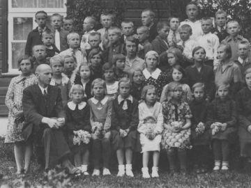 Munalaskme algkooli õpilased 1933/34a. Foto: Einar Alliksaar erakogu